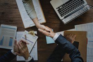 credit management shake hands